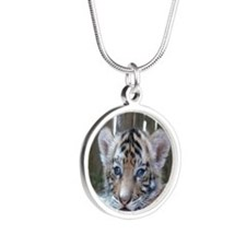 baby tiger waiting mom love Necklaces