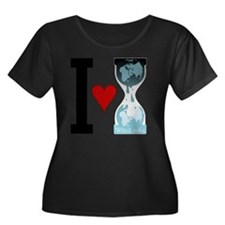 i heart  Women's Plus Size Dark Scoop Neck T-Shirt