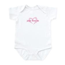"""""""javon loves me"""" Infant Bodysuit"""