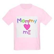 Mommy Loves Me (A) Kids T-Shirt