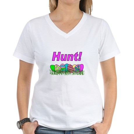 Hunt Easter Eggs Women's V-Neck T-Shirt