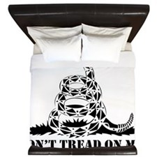 Don__t_Tread_on_Me_by_BeRevolutionary King Duvet