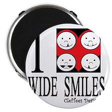 I heart wide smiles Magnet