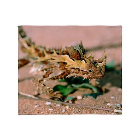 Thorny devil lizard Throw Blanket