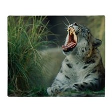 SNOW LEOPARD YAWNING Throw Blanket