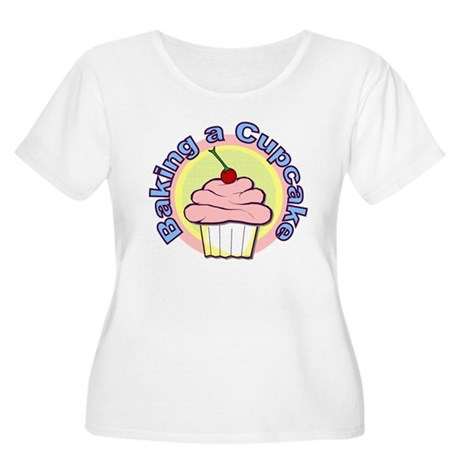 Baking a Cupcake Women's Plus Size Scoop Neck Tee