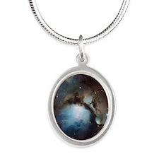 queen duvet Silver Oval Necklace