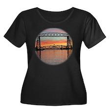 Sunrise  Women's Plus Size Dark Scoop Neck T-Shirt