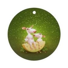 rat chesse Round Ornament