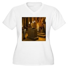 Queen Nefertiti's Bust Plus Size T-Shirt