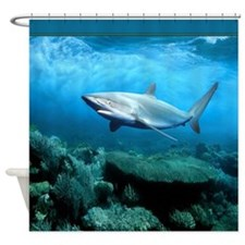 Underwater Shark in a Green Coral Sea Shower Curta