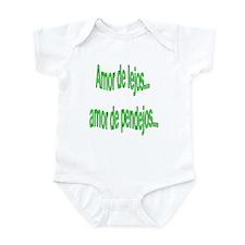 Amor de lejos dicho Infant Bodysuit