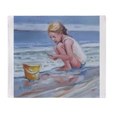 Little girl and seashell at the beach Throw Blanke