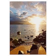 Hawaii, Kauai, Hanalei Bay, Dramatic sunset over o