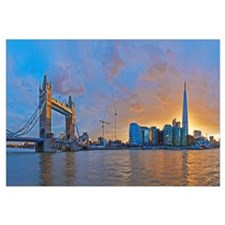 UK, City Hall and Tower Bridge at sunset from Rive
