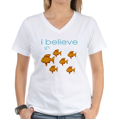 I believe in fish Women's V-Neck T-Shirt
