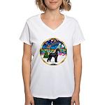 XmasMusic 2MC/Lab Pup (blk) Women's V-Neck T-Shirt