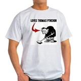 Loves Thomas Pynchon Camisetas