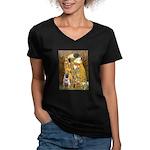 The Kiss / Pug Women's V-Neck Dark T-Shirt