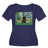 Bridge / Black Pug Women's Plus Size Scoop Neck Da