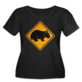 Wombat Sign II Women's Plus Size Scoop Neck Dark T