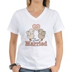 Just Married Bride Groom Newlywed Gift V-Neck Tee