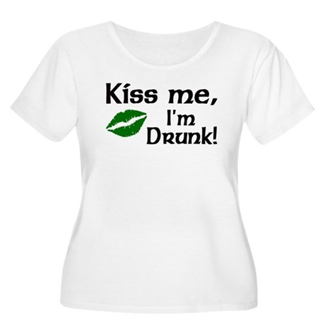 Kiss Me I'm Drunk Women's Plus Size Scoop Neck T-S