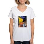 Cafe / Keeshond (F) Women's V-Neck T-Shirt
