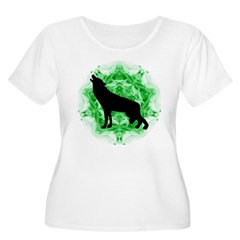 Howling Wolf - Green Women's Plus Size Scoop Neck
