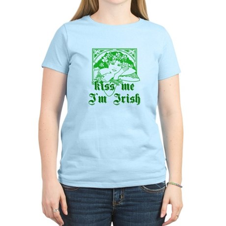 Kiss Me Irish Girl Women's Light T-Shirt
