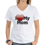 Love Mom Women's V-Neck T-Shirt