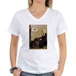 Mom's Chocolate Lab Women's V-Neck T-Shirt