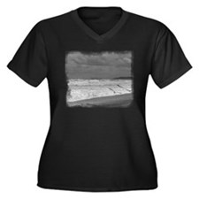 Black & White Sea Women's Plus Size V-Neck Dark T-