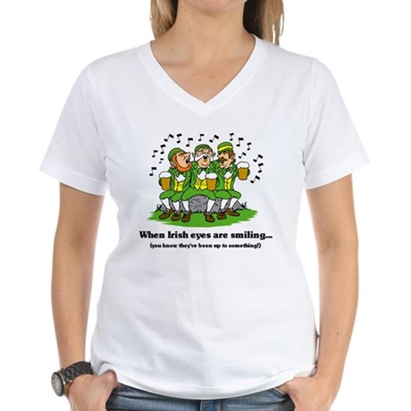 Irish eyes are smiling Women's V-Neck T-Shirt