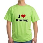 I love kissing Green T-Shirt