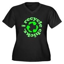 I Recycle Chicks Women's Plus Size V-Neck Dark T-S