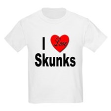 I Love Skunks (Front) Kids T-Shirt