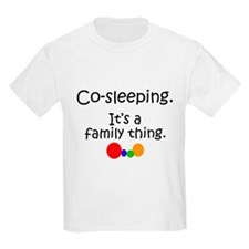 Co-sleeping family Kids T-Shirt