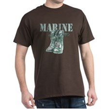 Marine Mom Combat Boots N Dog Tags T-Shirt