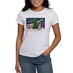 Xmas Magic & Yelow Lab Women's T-Shirt