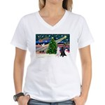 XmasMagic/2 Poodles (st) Women's V-Neck T-Shirt