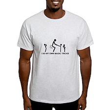 I do my own magic tricks - T-Shirt