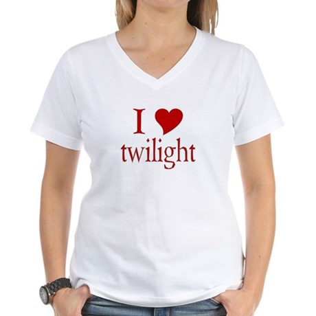 I love (heart) twilight Women's V-Neck T-Shirt