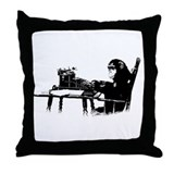 Typing chimpanze Throw Pillow