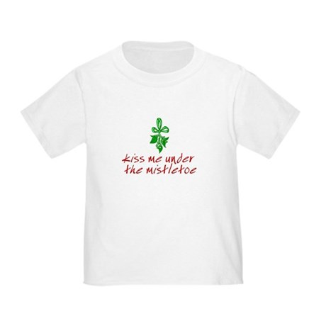 Kiss me under the mistletoe Toddler T-Shirt