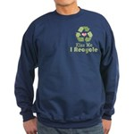Kiss Me I Recyle Sweatshirt (dark)