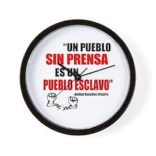"""""""Un pueblo sin prensa..."""" Wall Clock"""