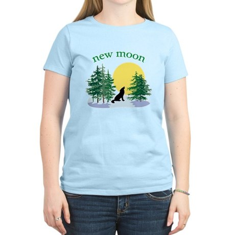 New Moon Howl Women's Light T-Shirt