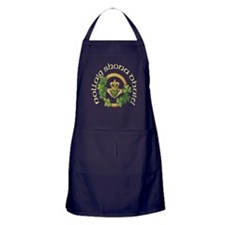 Merry Christmas Claddagh Apron (dark)