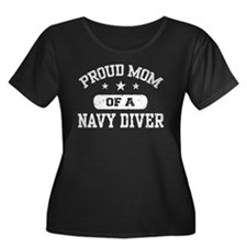 Proud Navy Diver Mom Women's Plus Size Scoop Neck